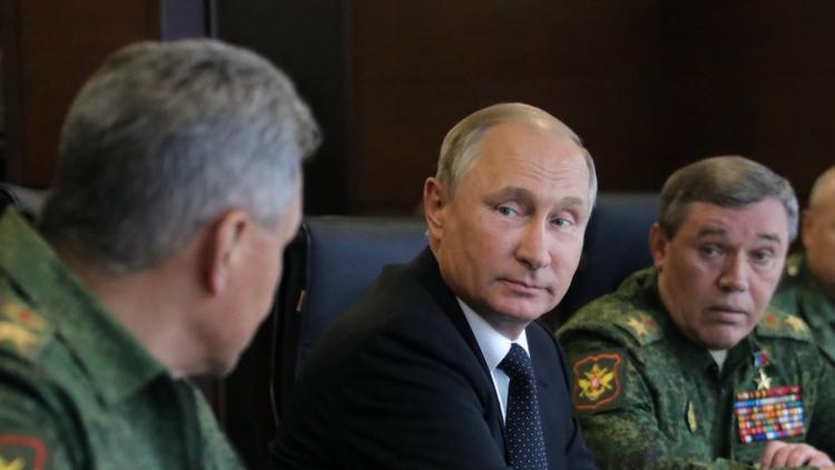بوتين يبحث مع شويغو وغيراسيموف الوضع في سوريا