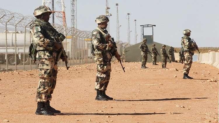 قائد مجموعة مسلحة في الساحل يسلم نفسه للجيش الجزائري
