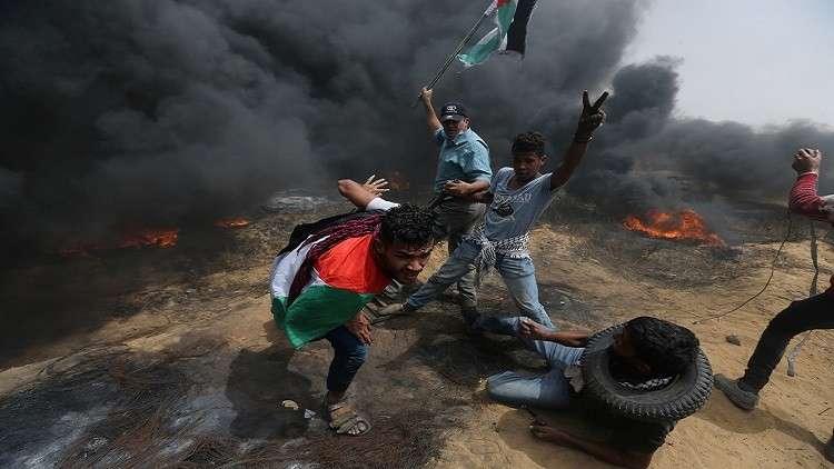 بالفيديو.. قناصة إسرائيليون يستهدفون الشبان الفلسطينيين بالرصاص الحي