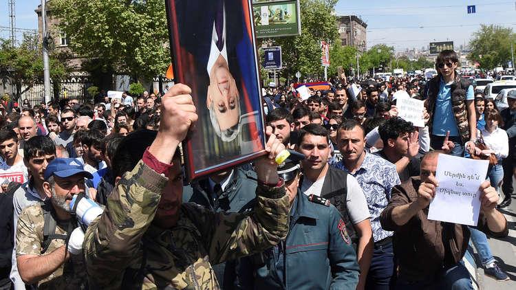رئيس أرمينيا يحض المعارضة على الحوار محذرا من تبعات المواجهة المفتوحة في البلاد