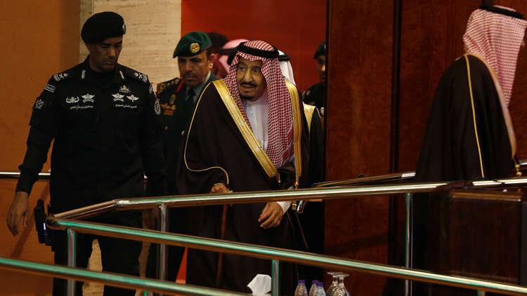 الكشف عن مكان الملك سلمان.. إطلاق نار كثيف يستهدف طائرة مسيرة قرب القصور الملكية في الرياض