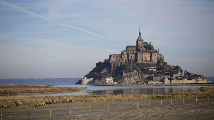 السلطات الفرنسية تخلي جزيرة