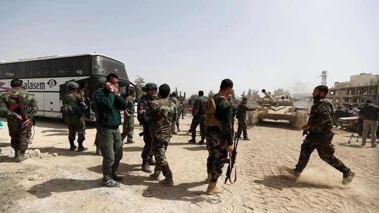 مسلحو القلمون الشرقي يسلمون الجيش السوري ترسانة كبيرة من الأسلحة (صور + فيديو)