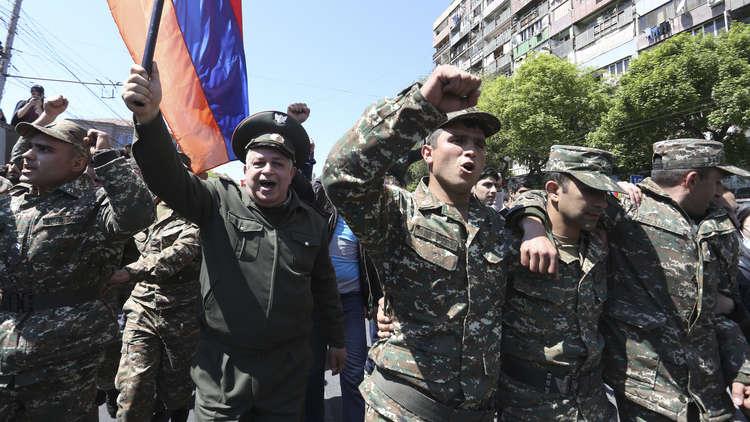 رئيس الوزراء الأرميني يستقيل من منصبه