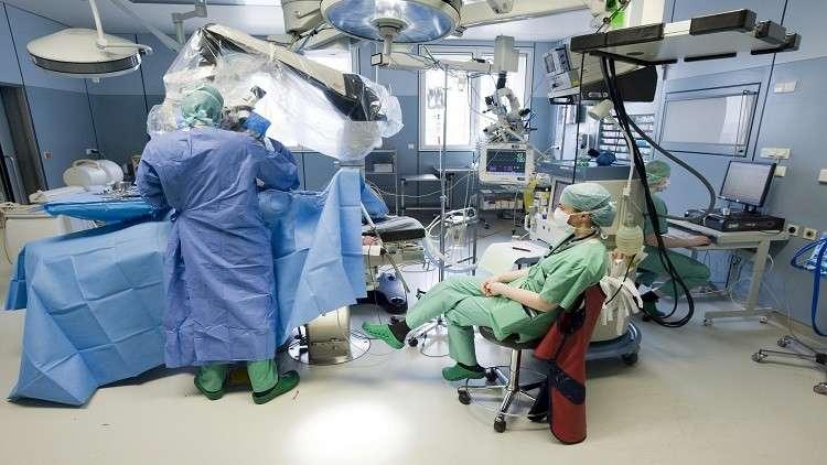 جراح يخلط بين مريضين على سرير العمليات!