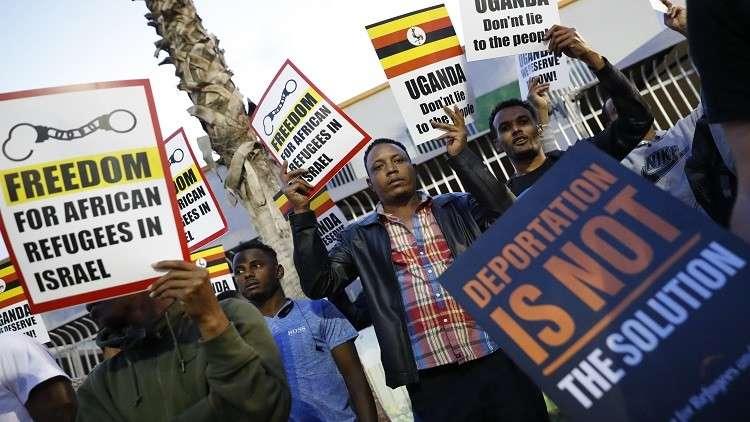 إسرائيل تتخلى عن الخطط لترحيل المهاجرين الأفارقة قسرا