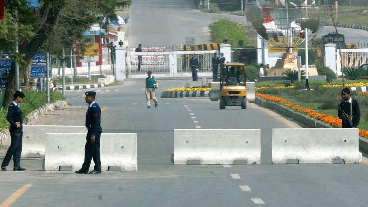 على خلفية حادث سير.. باكستان تمنع الملحق العسكري الأمريكي من السفر