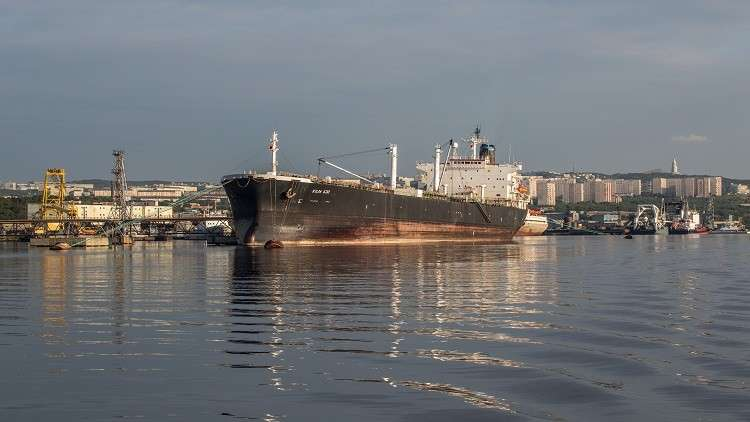 إجراءات إفلاس توقع طاقم ناقلة روسية محتجزة في الإمارات في محنة