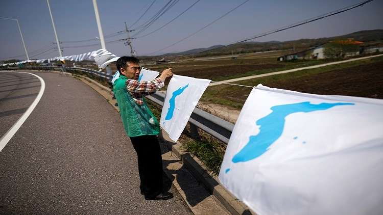 كوريا الجنوبية ترفع أعلام إعادة التوحيد الوطني