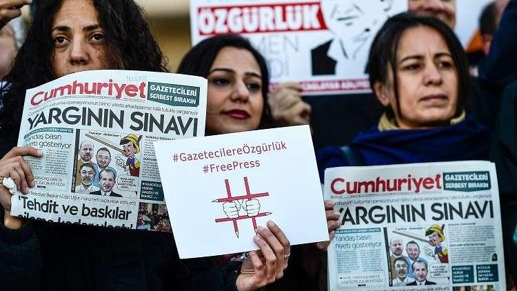 تركيا.. سجن  14 صحفيا من مجلة