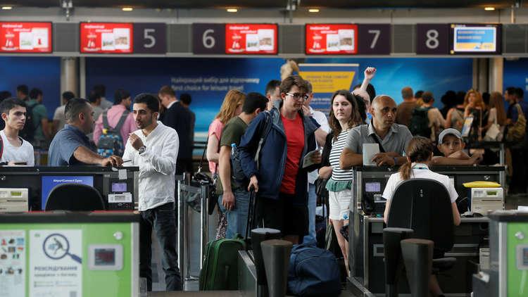 سعودي في مطار كييف يتمتم متوجعا: