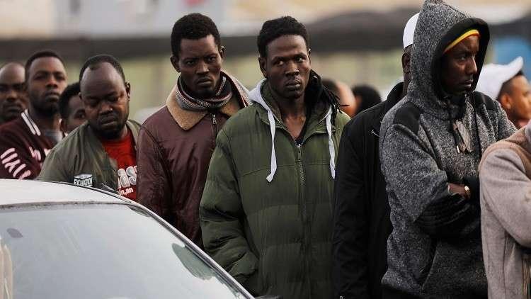 الجزائر تبدي مخاوف من تدفق المهاجرين إلى أوروبا عبر أراضيها