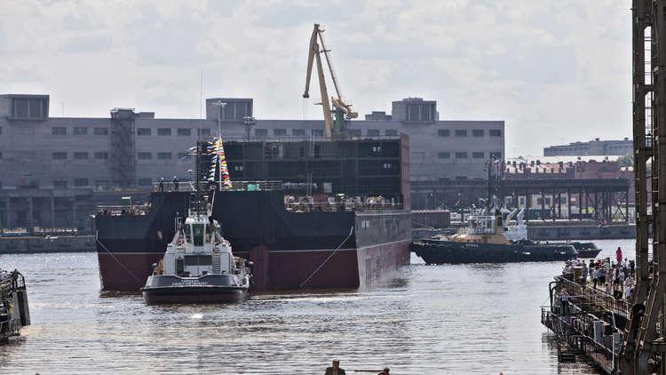 أول محطة كهروذرية عائمة في العالم تبحر باتجاه الشمال الروسي