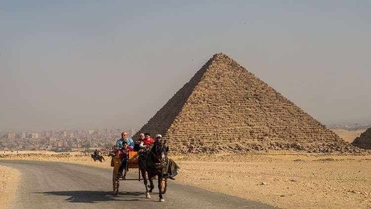 أنباء عن توقيف 17 روسيا في القاهرة