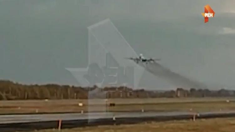 هبوط اضطراري لطائرة نقل عملاقة بدون عجلات أمامية