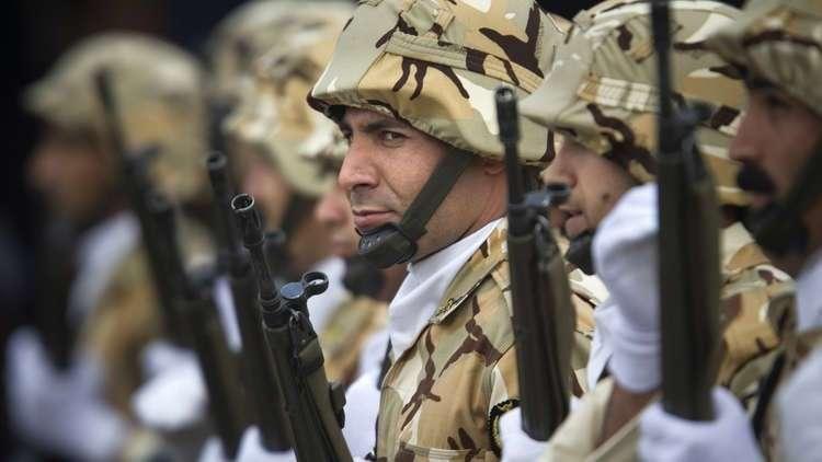 الأمن الإيراني يفكك 12 عصابة لتهريب الأسلحة