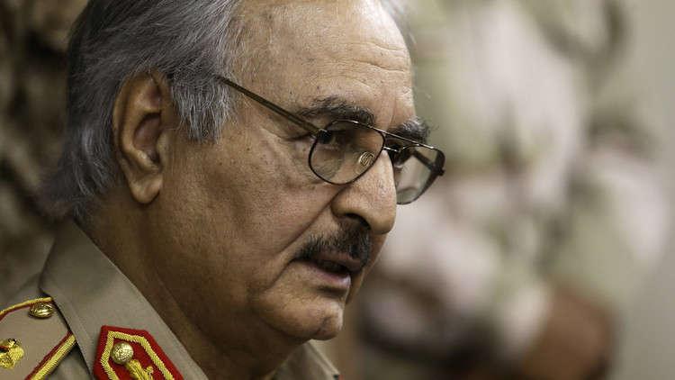ليبيا .. حفتر يزور غرفة عمليات تحرير درنة