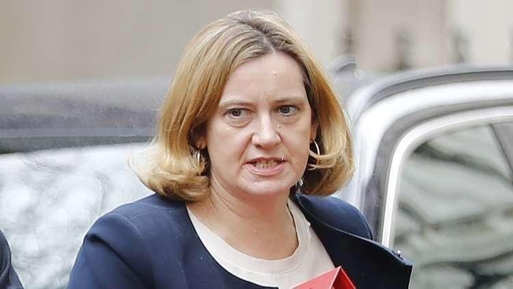 لماذا استقالت وزيرة داخلية بريطانيا؟