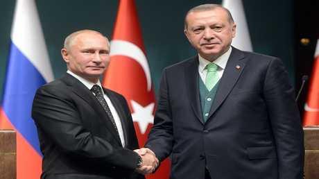 أرشيف - الرئيسان الروسي فلاديمير بوتين والتركي رجب طيب أردوغان