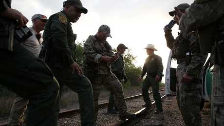 عناصر من القوات الأمريكية على الحدود مع المكسيك