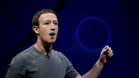 """دعم المدير التنفيذي لشركة """"فيسبوك""""، مارك زوكربيرغ"""