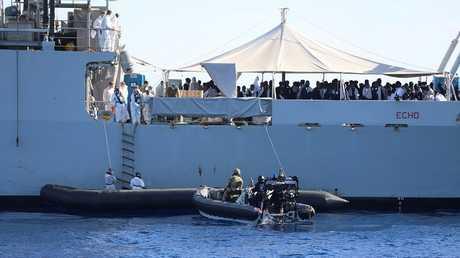 إنقاذ مهاجرين غير شرعيين قبالة سواحل ليبيا - أرشيف -