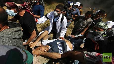 اللحظات الأولى لإصابة المصور ياسر مرتجى الذي قضى متأثرا بجراح أصيب بها أمس