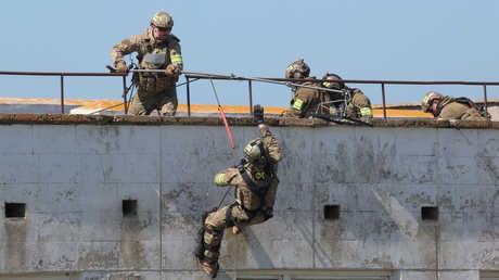 رجال من قوات مصلحة الأمن الفدرالي الروسية
