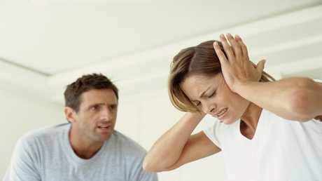 الطلاق والحرمان والمشاكل المالية تسبب شيخوخة الدماغ