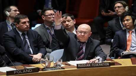 مندوب روسيا لدى الأمم المتحدة فاسيلي نيبينزيا خلال اجتماع لمجلس الأمن بخصوص سوريا، 10 أبريل 2018