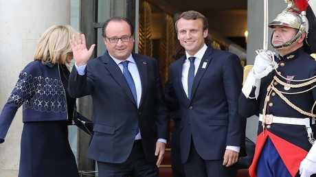 الرئيسان الفرنسيان السابق فرانسوا هولاند (على اليسار) والحالي إيمانويل ماكرون