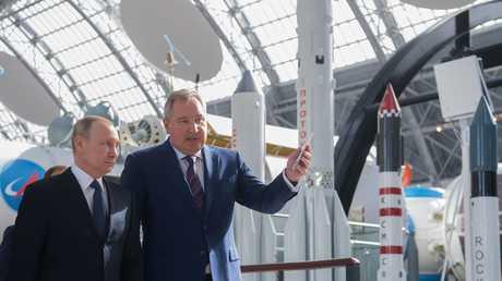 الرئيس الروسي فلاديمير بوتين يزور متحف الفضاء في موسكو