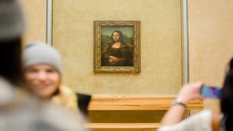 لوحة الموناليزا في متحف اللوفر