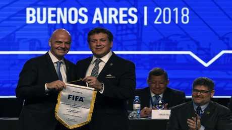 جياني انفانتينو ورئيس اتحاد أمريكا الجنوبية أليخاندرو دومينغي
