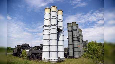 """منظومات الدفاع الجوي الصاروخية"""" إس-300"""" (صورة أرشيفية)"""