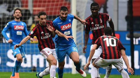 ميلان يمهد الطريق أمام يوفنتوس بتعادله مع نابولي في الدوري الإيطالي
