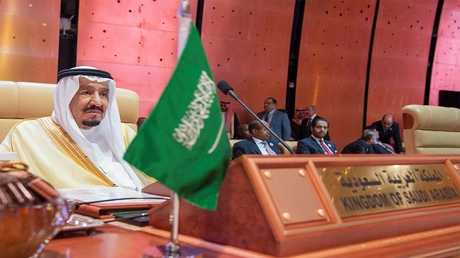 العاهل السعودي، الملك سلمان بن عبد العزيز آل سعود خلال مؤتمر القمة العربي في مدينة الضهران في السعودية
