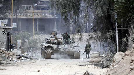 جنود من الجيش السوري في دوما