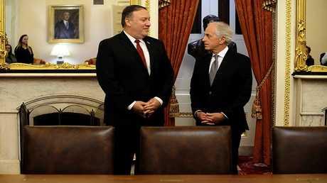 رئيس لجنة العلاقات الخارجية في مجلس الشيوخ الأمريكي بوب كوركر يلتقي وزير الخارجية المرشح مايك بومبيو