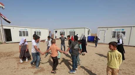 المدرسة الابتدائية في قرية الزهور