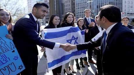 الرئيس الغواتيمالي جيمي موراليس يحيي أعضاء الجالية الإسرائيلية في واشنطن