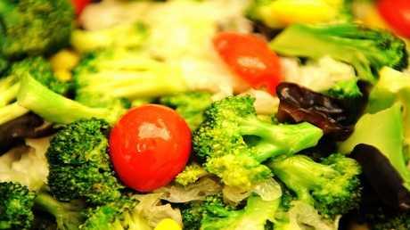 الأطباء ينصحون بتناول الطماطم والبروكلي والخضروات الورقية