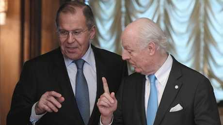 وزير الخارجية الروسي، سيرغي لافروف، مع المبعوث الأممي الخاص إلى سوريا، ستيفان دي ميستورا