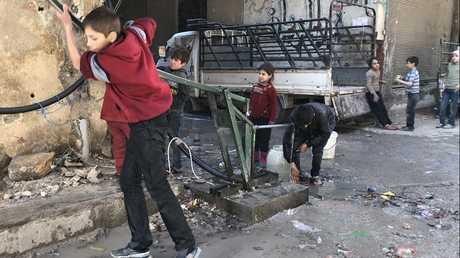 أطفال في بلدة كفر بطنا في محافظة ريف دمشق
