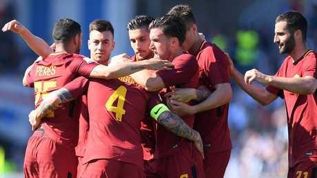 روما يضرب سبال بثلاثية قبيل مواجهة ليفربول