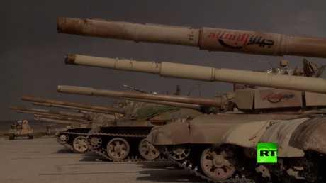 الجيش السوري يستعرض الأسلحة سلمها مقاتلو الغوطة الشرقية