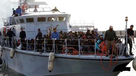 خفر السواحل الليبي ينقذ مهاجرين غير شرعيين