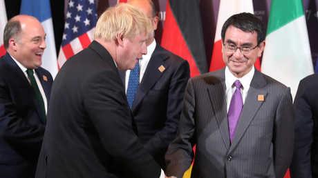 وزير الخارجية الياباني تارو كونو ووزير الخارجية البريطاني بوريس جونسون، تورونتو، كندا