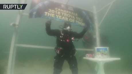 تركي يسجل رقما قياسيا من حيث أطول دوام تحت الماء