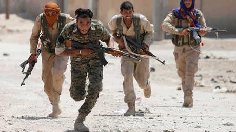 مقاتلون أكراد في مدينة الرقة السورية - أرشيف